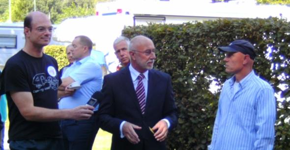 v.r.n.l.: Marc Grübel (SunPod), Bürgermeister Winzen, Georg van de Weyer