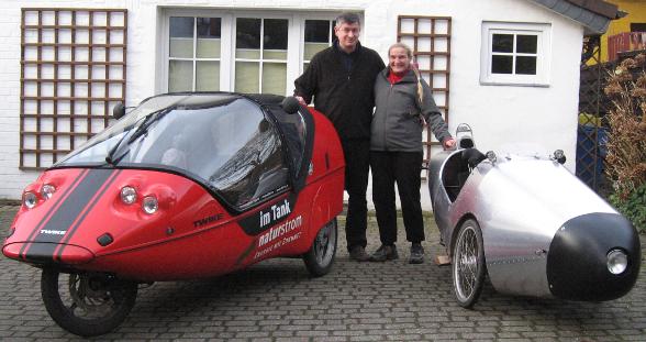 Eheleute Cavaleiro mit Elektrofahrzeugen