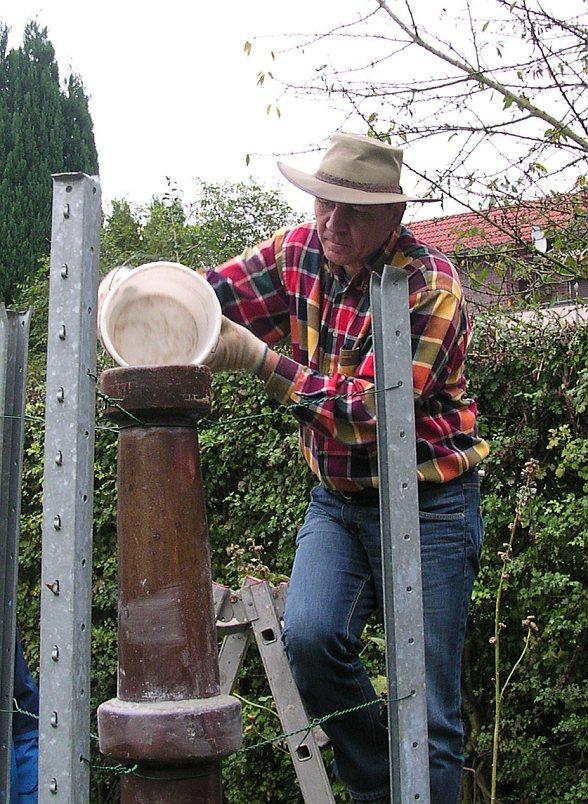 Michael Wüst füllt einen paramagnetischen Turm